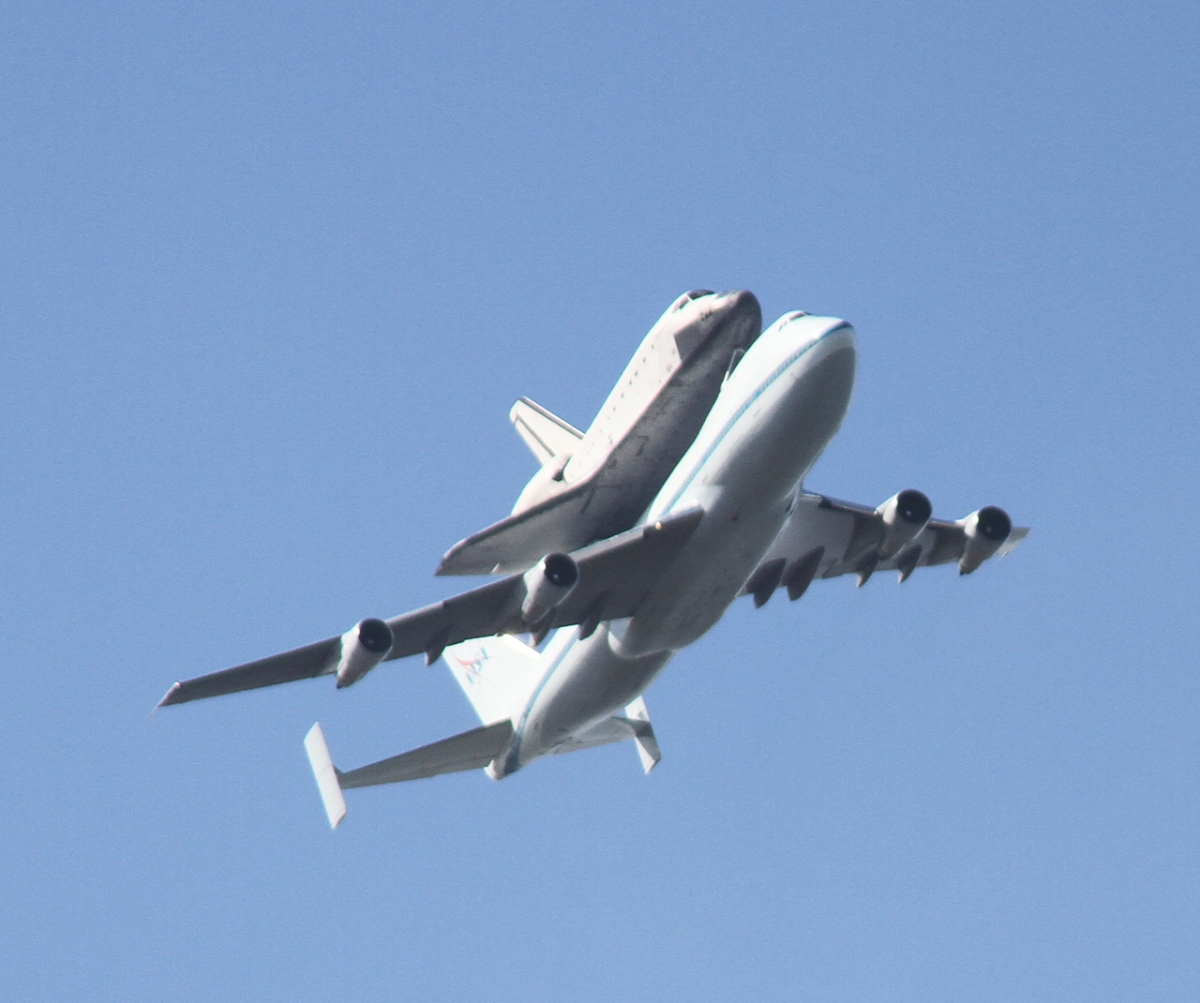 space shuttle flying - photo #4