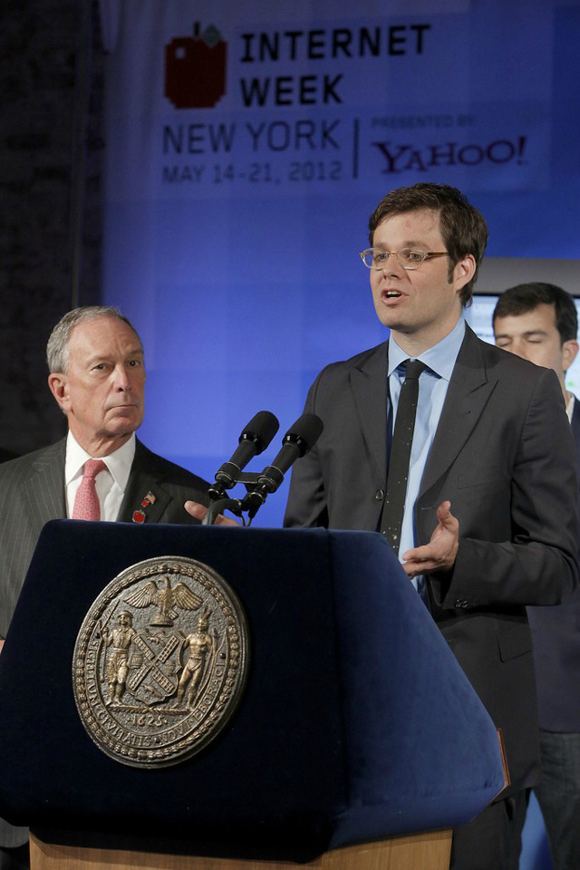 Internet-Week-New-York-Chairman-David-Michel-Davies-and-Mayor-Michael-Bloomberg