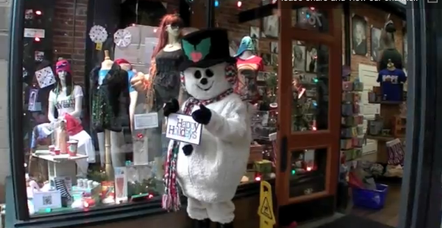 Snowman Scares Holiday Shoppers By Coming to Life