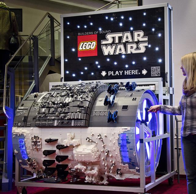Custom made lego star wars organ plays the star wars theme - Bd lego star wars ...