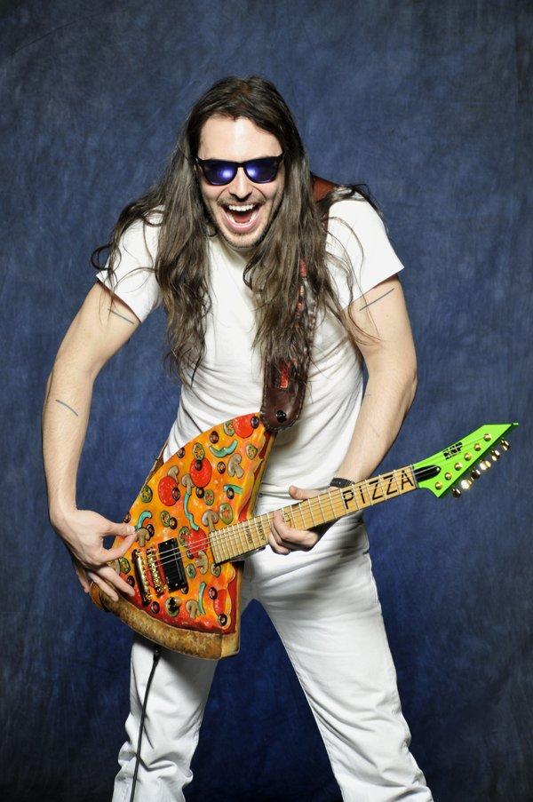 Рабочий, веселый гитарист картинки