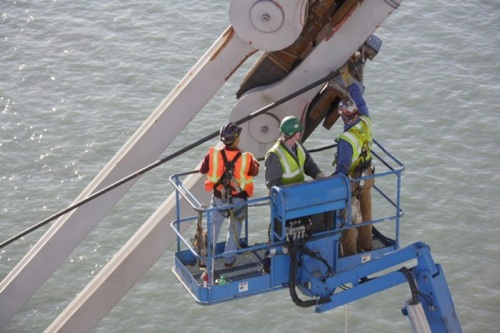 Bay-bridge-eyebar-repair-20091031-115118