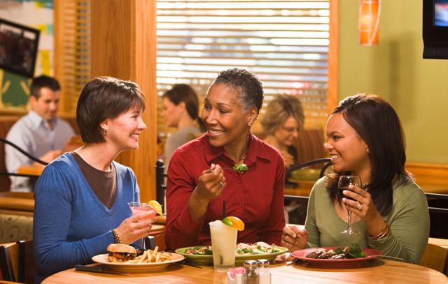 BFFs enjoying Applebee's