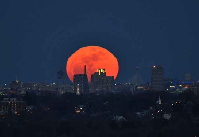 boston-moonrise