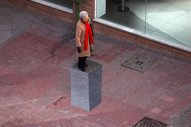 3D pedestal street art by E1000