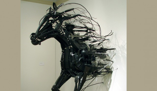 Animal sculptures made of plastic objects by Sayaka Ganz