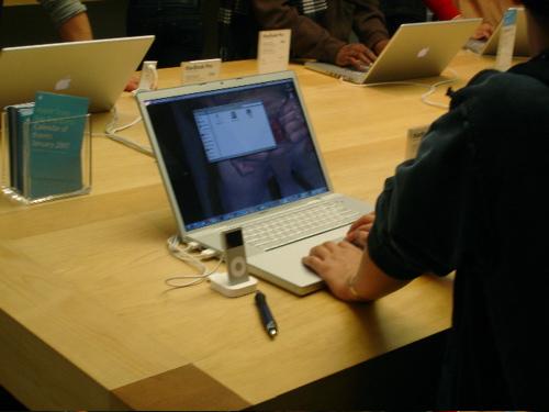 first_goatse_apple_5.jpg