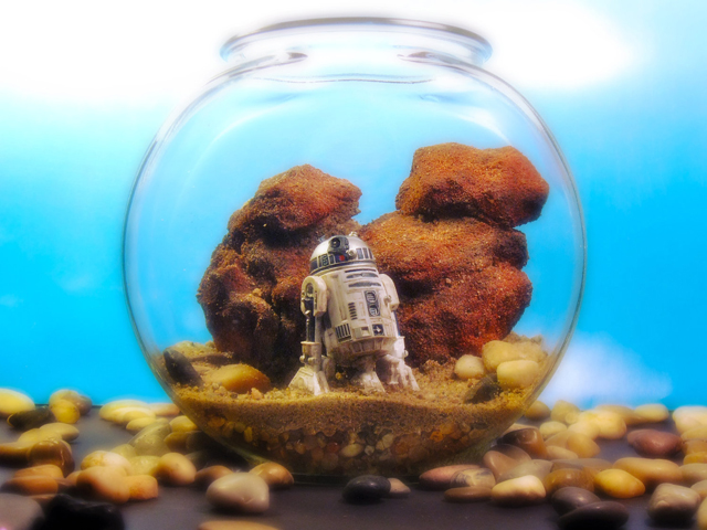 R2D2 on Tatooine - Star Wars Terrarium World by Tony Larson