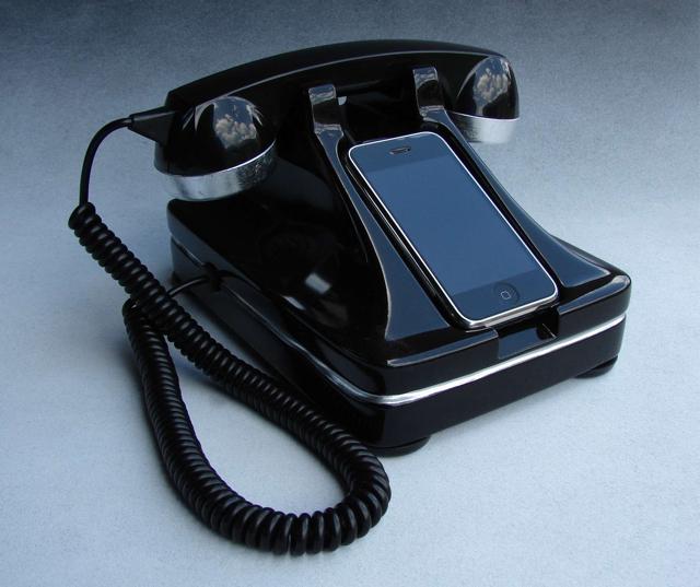 Iretrofone A Classic Telephone Iphone Dock