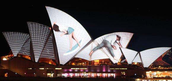 Video projection on Sydney Opera House by URBANSCREEN