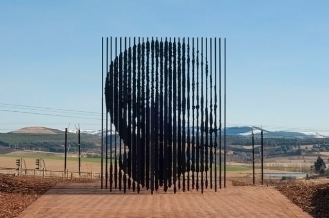 Release monument to Nelson Mandela by Marco Cianfanelli