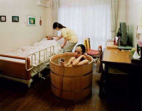 Bathtub self-portrait photos by Mariko Sakaguchi