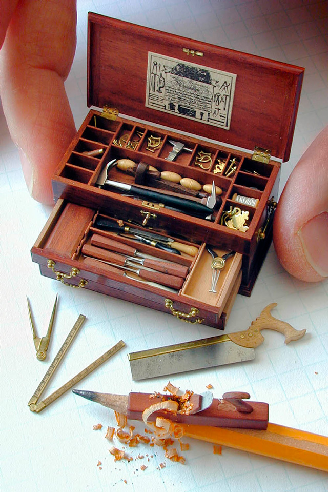 1/12th scale tool chest by William Robertson