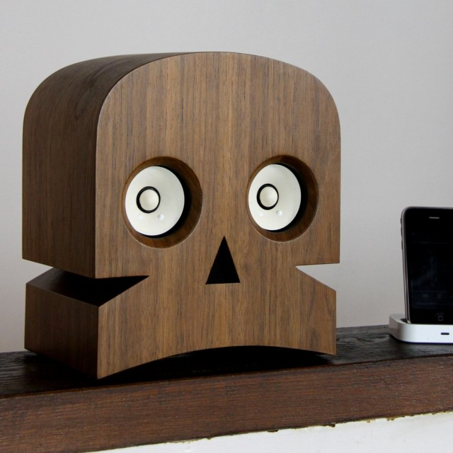 Minuskull Hi-Fi speakers by Kuntzel+Deygas