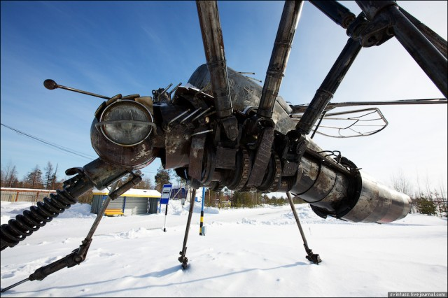 Mosquito sculpture by Valery Chaliy
