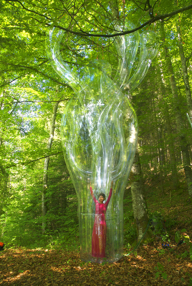 Inflatable sculptures by Victorine Muller