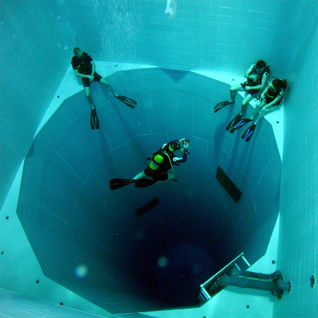 Nemo 33 Photo by J D Hill