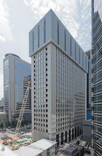Demolition technique for tall buildings