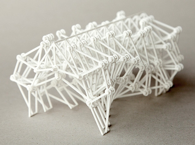 20-Legged 3D-Printed Strandbeest Kinetic Sculpture by Theo Jansen