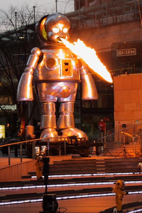 Giant Torayan Robot