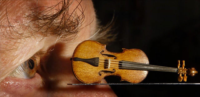 Miniature violin by David Edwards