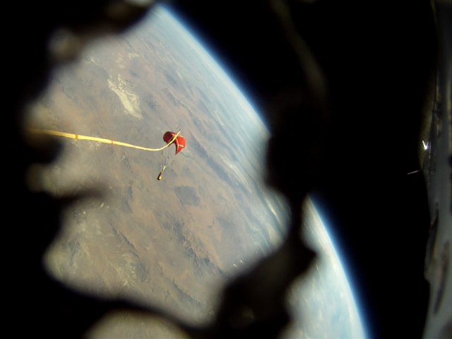 Qu8k Rocket by Derek Deville Reaches 121,000 Feet